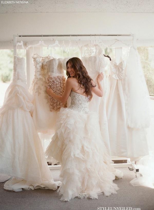 Escogiendo el Vestido de Novia en tienda