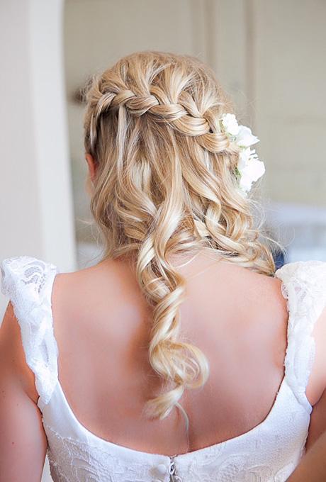 Peinado de novia trenza cascada