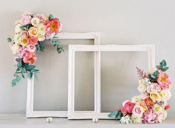 15 ideas de marcos gigantes para la boda el blog de una - Paredes con marcos de fotos ...
