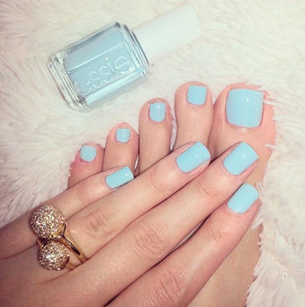 Manicure y pedicure de la Novia en color azul