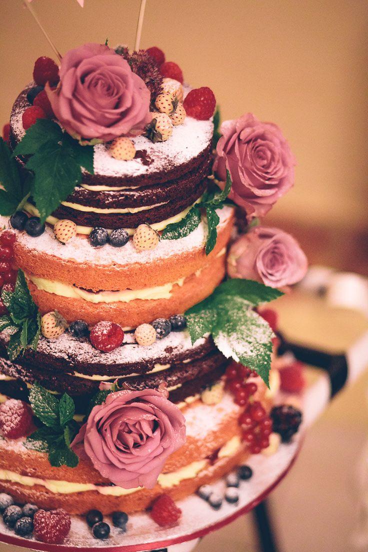 Pastel de Boda desnudo con frutas y flores