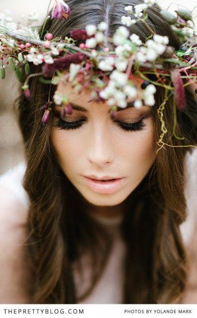 Peinado de novia cabello suelto con flores pequeñas
