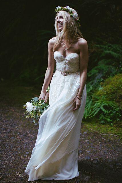 Peinado de novia cabello suelto con flores