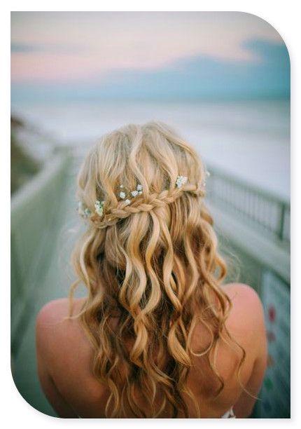 Peinado de novia cabello suelto con trenza y flores