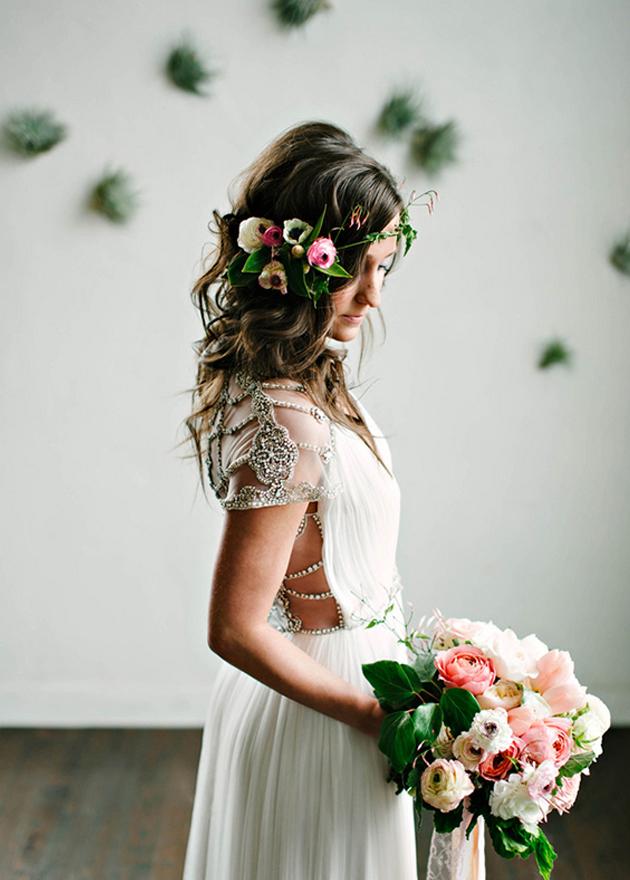 Peinado de novia pelo suelto flores organicas