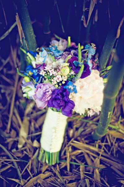 Ramo de novia con flores azules