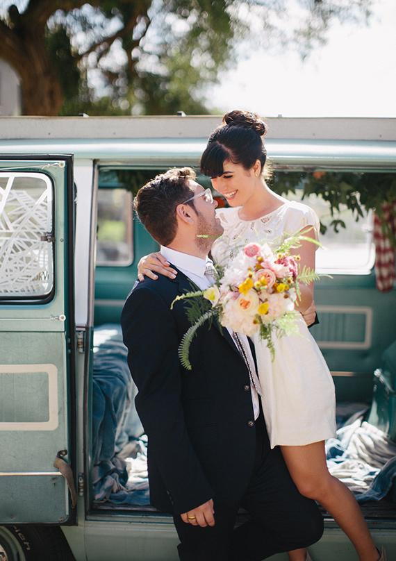 Vestido de novia corto con aplicacion