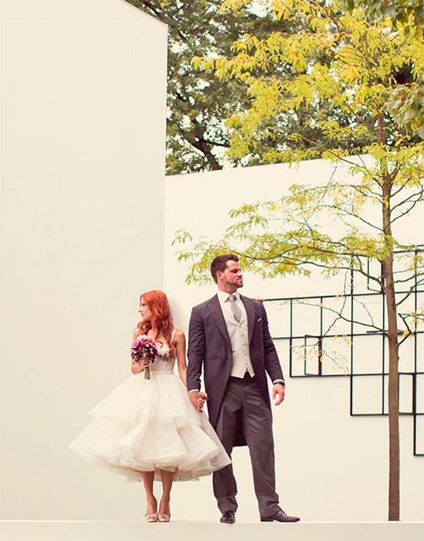 Vestido de novia corto con falda muy amplia