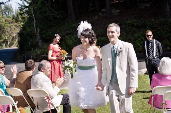 Vestido de novia corto con olanes