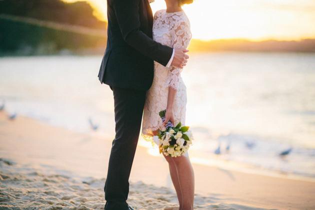 Vestido de novia corto en encaje