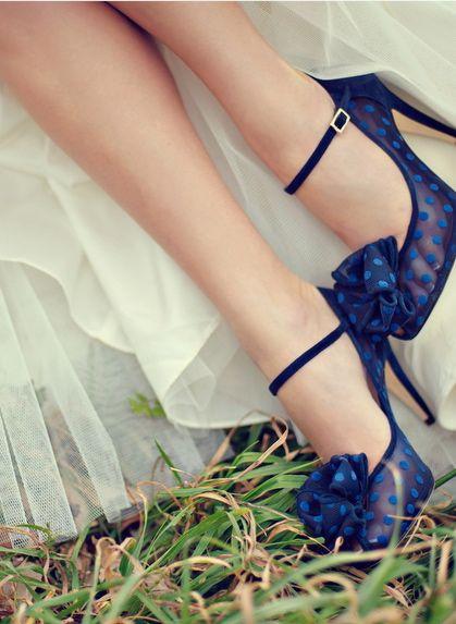 Zapatos de novia azules con puntos