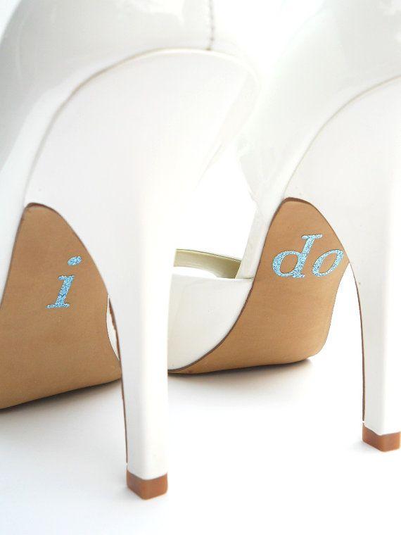 Zapatos de novia con calcomanías azules