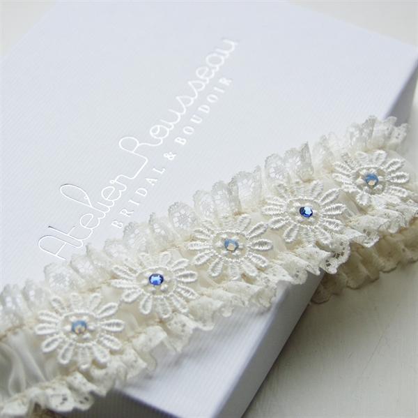 Liguero de novia con detalles en azul