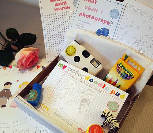 Caja de actividades para los niños en la boda