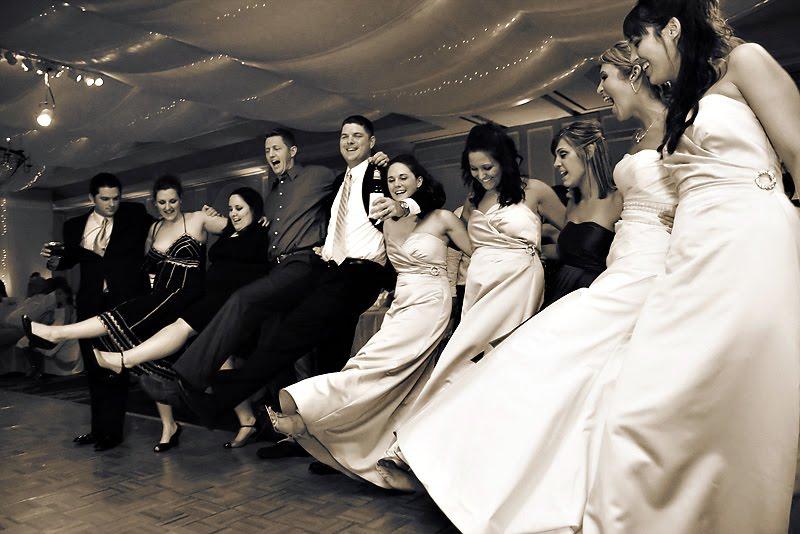 Invitados de la Boda bailando Can Can