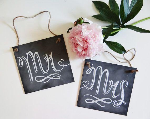 Letreros para las sillas de los novios estilo pizarra y gis