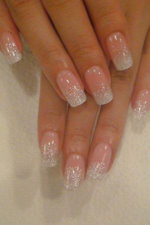 Manicure de Novia con brillos tenues