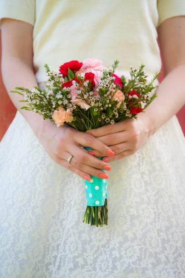Manicure de novia en color coral