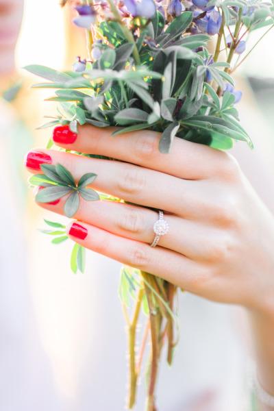 Manicure de novia en color rojo