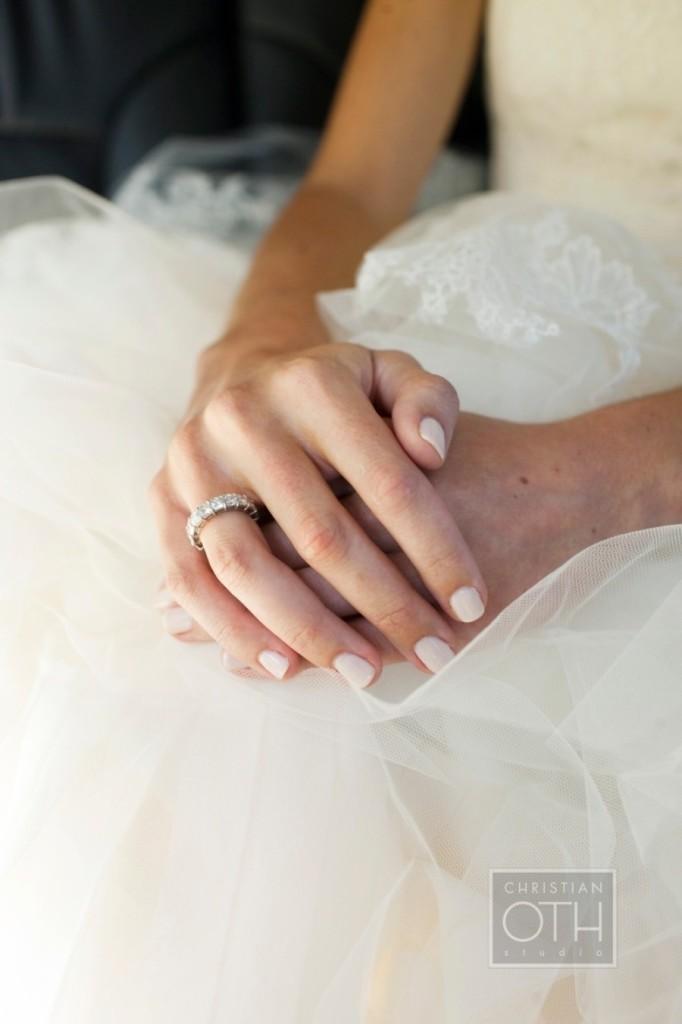 Manicure de novia en color rosa claro