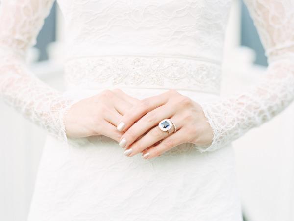 Manicure de novia en dorado