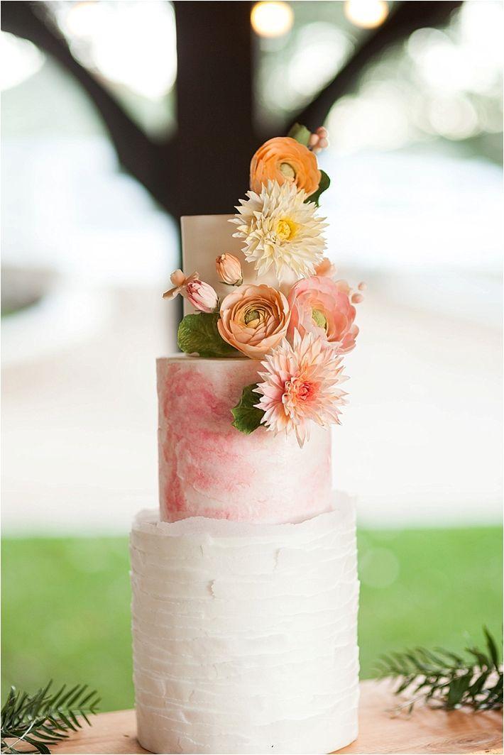 Pastel color coral con flores