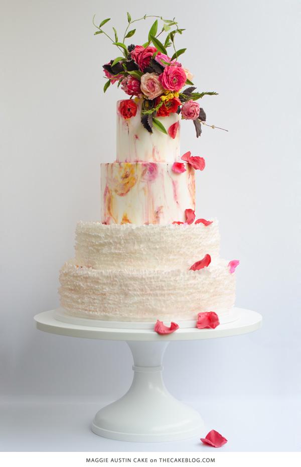 Pastel de boda con flores coloridas