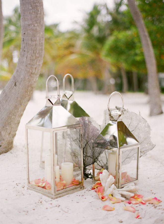 Detalle decorativo en una boda en la playa