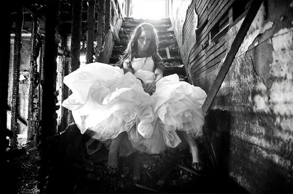 La novia en un escenario urbano