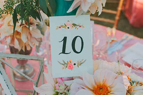 Números de la mesa con tarjetas