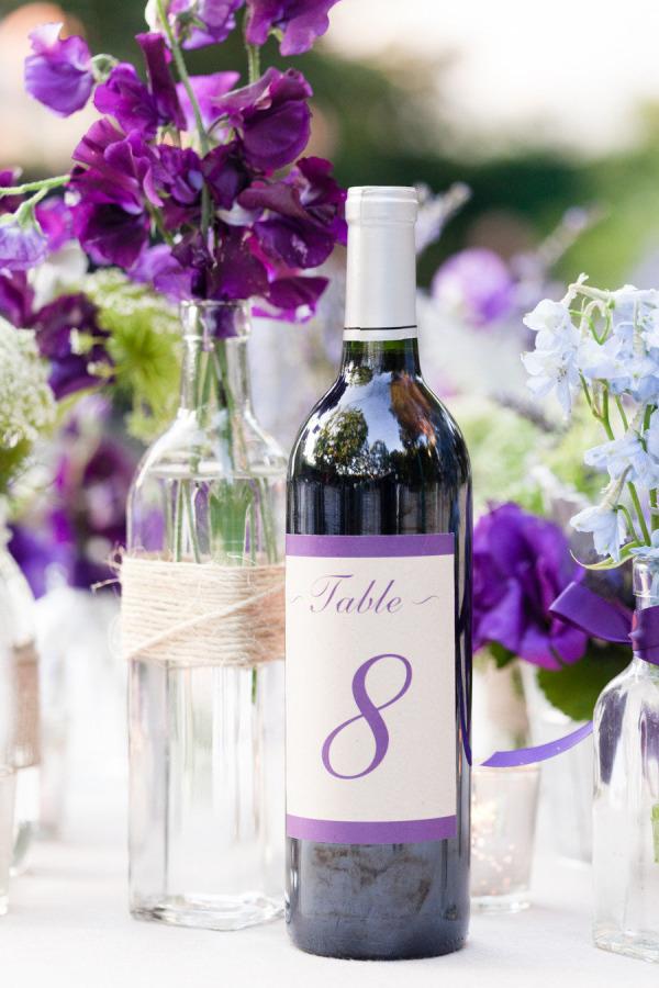 Numerar las mesas con botellas
