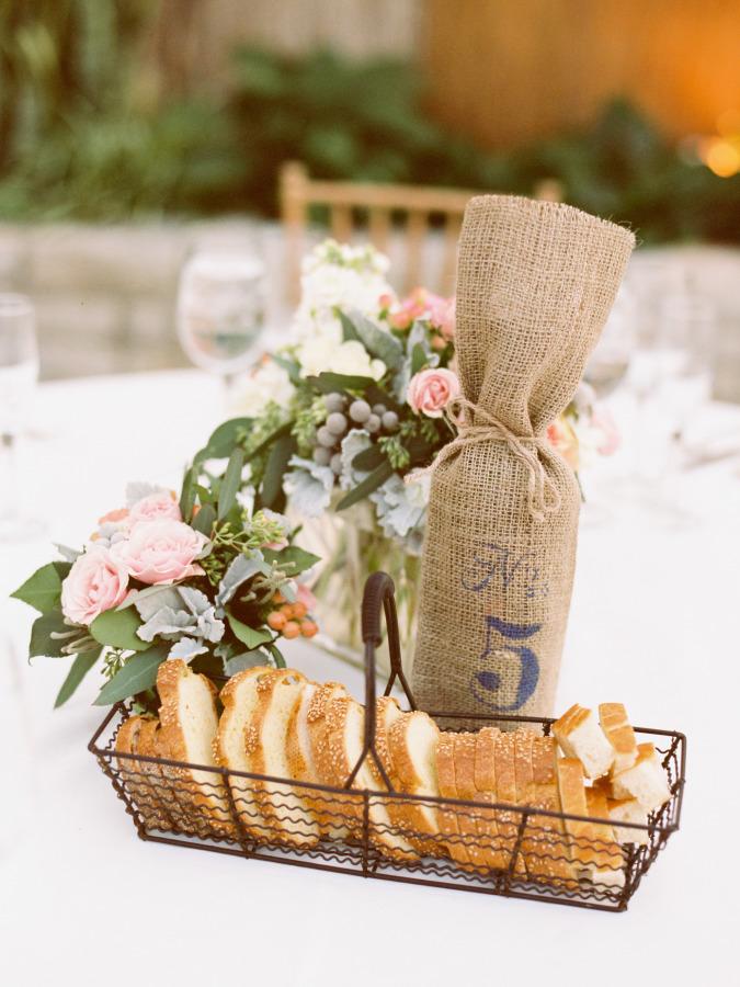 Numerar las mesas de la boda con botellas