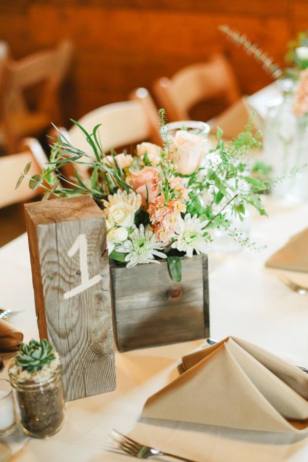 Números para las mesas con madera