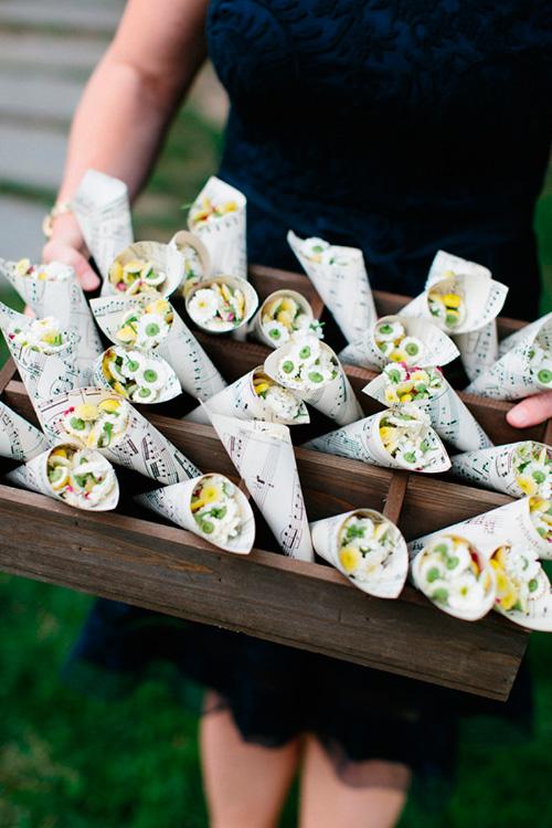 Sustituye el arroz de boda con pequeñas flores