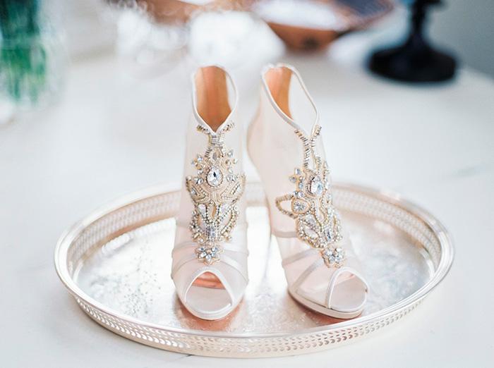 Zapatos de Novia adornados con pedrería