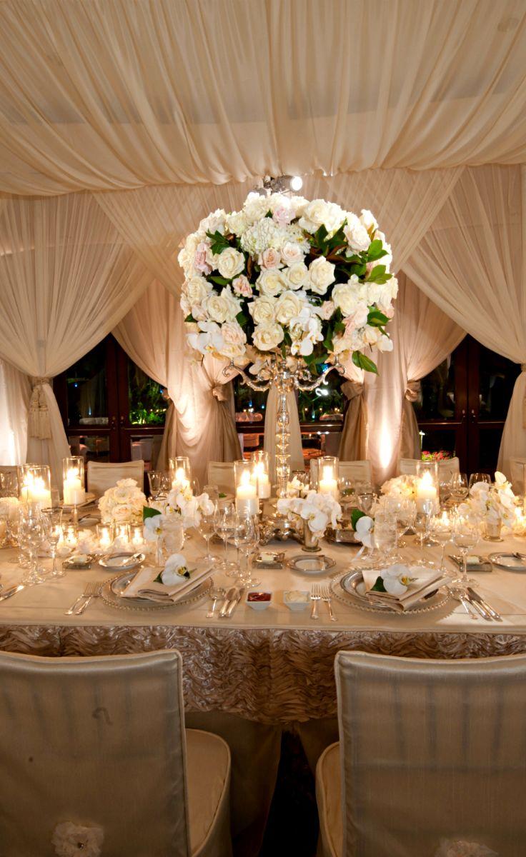 Centro de mesa grande con rosas |  Ideas para decorar la boda con rosas