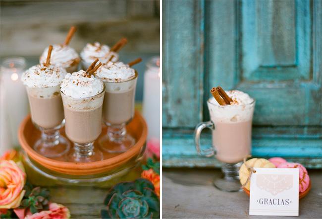 Chocolate caliente para el postre en una boda estilo mexicano