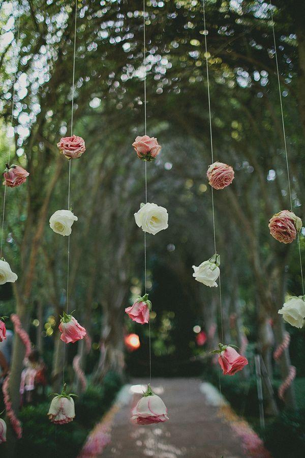 Cortina de rosas  |  Ideas para decorar la boda con rosas