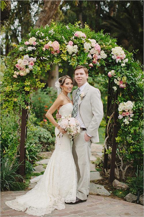 Un arco con rosas |  Ideas para decorar la boda con rosas