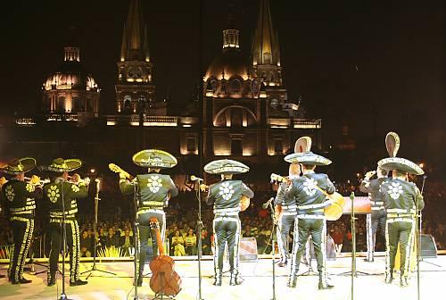 Mariachi en Guadalajara - 15 Canciones románticas de mariachi para la boda