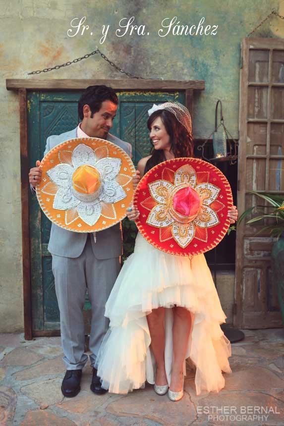 Novios en boda estilo mexicano