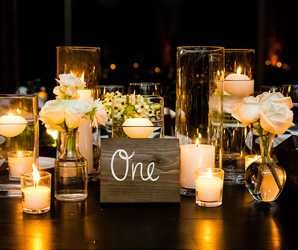 Decoración con Velas en las mesas de la boda