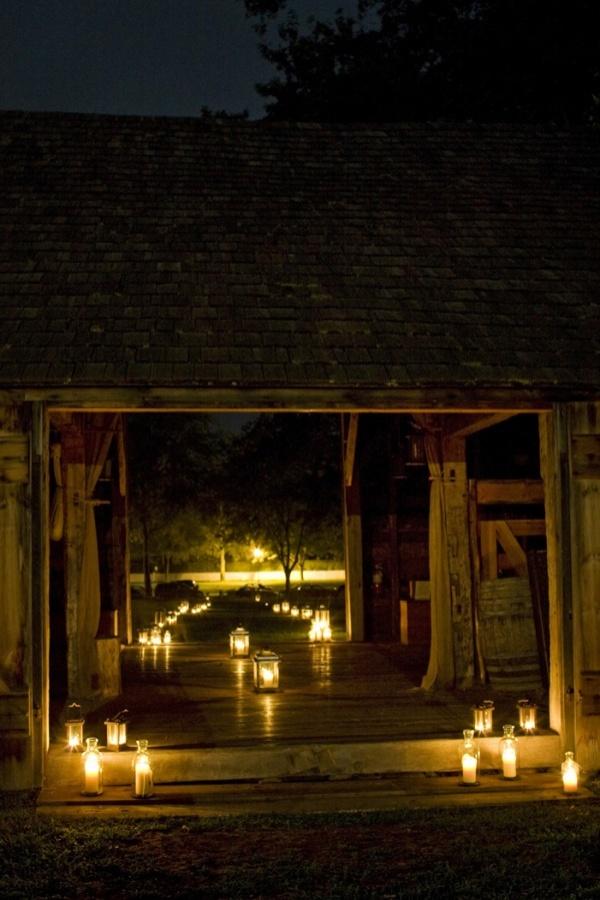 Decoración de la boda con Velas para indicar el camino