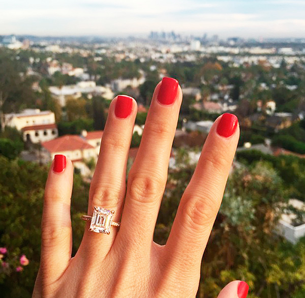 Foto de tu anillo de compromiso con paisaje de fondo