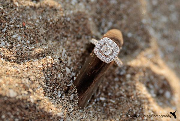 Foto de tu anillo de compromiso en la arena