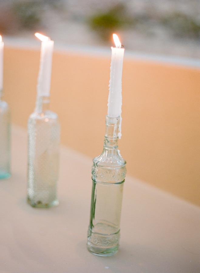 Velas en botellas para la decoración de la boda