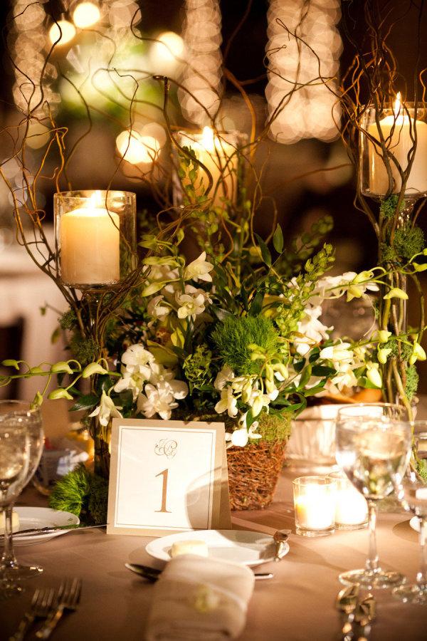 Velas en la mesa para una romántica decoración de boda