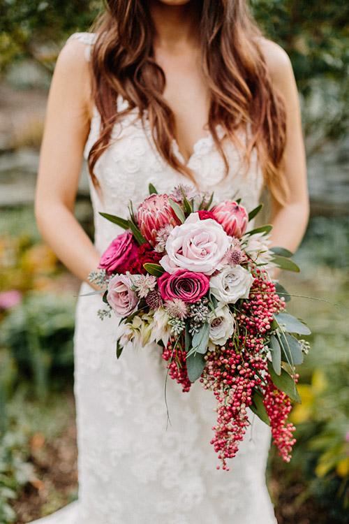Ramo de flores naturales color tinto