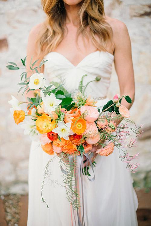 Ramo de novia con flores naranjas