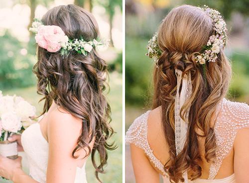 Peinados de cabello suelto con flores